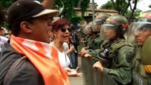 Кризис в Венесуэле перерастает в затяжное противостояние