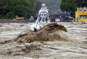 В Индии и Непале повторились мощные наводнения