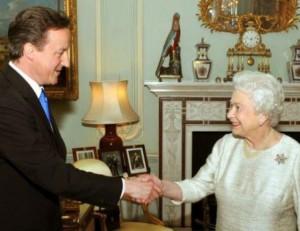 Королева Великобритании приняла отставку Дэвида Кемерона