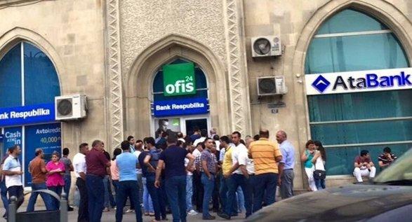 В Азербайджане массово скупается валюта