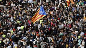 Сотни тысяч граждан автономии требуют освободить лидеров Каталонии