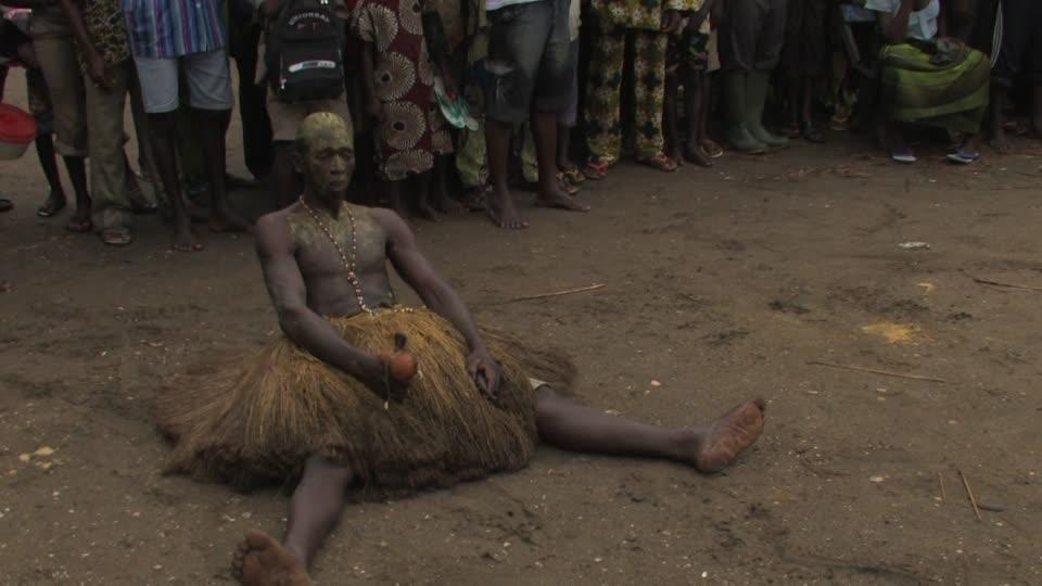 Танец шамана в Бенине
