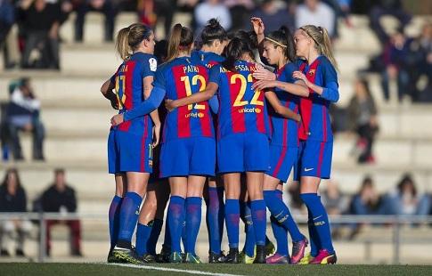 Барселона перевозила женскую команду в эконом классе самолета в то время, как мужской команде был предоставлен бизнес-класс