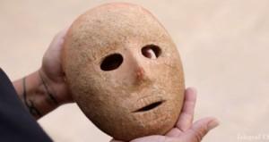 В Израиле продемонстрировали маску, которой девять тысяч лет