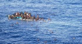 В Средиземном море пропали более сотни беженцев