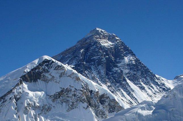 В Непале усилят требования к желающим подняться на Эверест