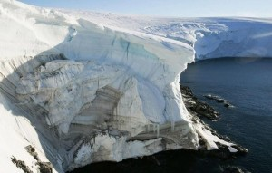 Катастрофические последствия глобального потепления: в июле этого года, 217 млрд. тонн талой воды стекло в Атлантический океан с ледяного покрова Гренландии