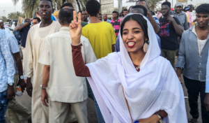 Алаа Салах, или суданская «Леди Свобода», говорит: «У жизни есть способ выбирать людей для миссий»