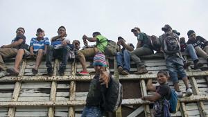 Законодатели США осуждают условия жизни в Мексике, с которыми сталкиваются просители убежища