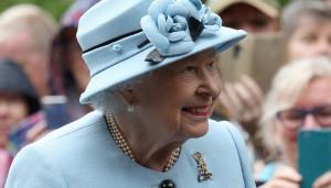 Королева Великобритании поддерживает Гарри и Меган
