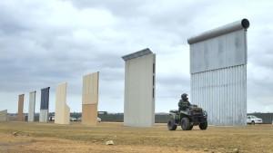Часть пограничной стены США в Калифорнии падает в Мексику