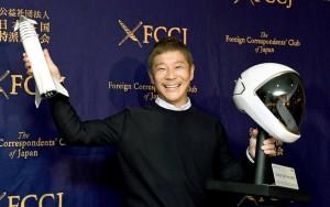 Японский миллиардер, ищет спутницу жизни, с которой отправится в путешествие на Луну