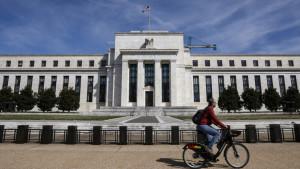 Главный глобальный риск в 2020 году, это американская политика, считают эксперты