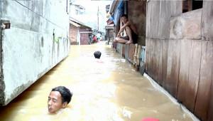 В результате наводнений в столице Индонезии, десятки погибших и пропавших без вести