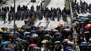 Тысячи демонстрантов по всей Австралии выступают против правительства в связи с обострением кризиса лесных пожаров