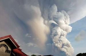 Опасное извержение вулкана возле Манилы